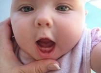 Thứ tự mọc răng sữa của bé mẹ cần biết
