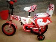 Xe đạp khung thẳng, giỏ nhựa có yên loại 12 inch